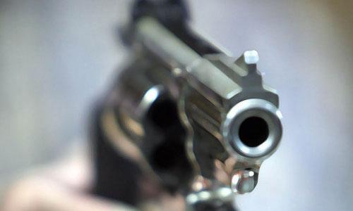ข่าว: ยิงถล่มร้านแอร์ เหตุเพราะฉุนช่างแอร์ติดแอร์ให้ช้า !!
