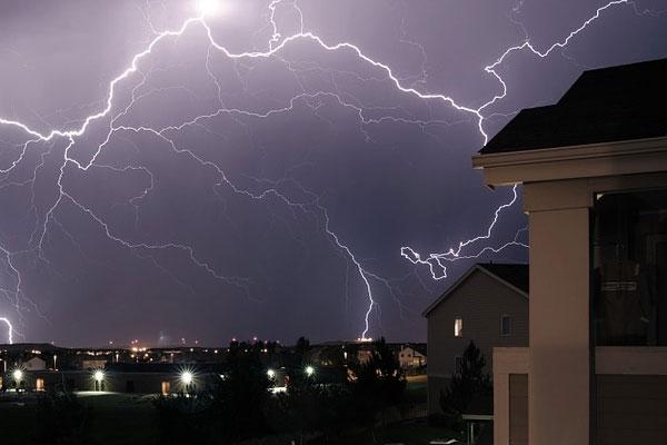 ใช้เครื่องไฟฟ้าภายในบ้านให้ถูกวิธี จะปลอดภัยในหน้าฝน
