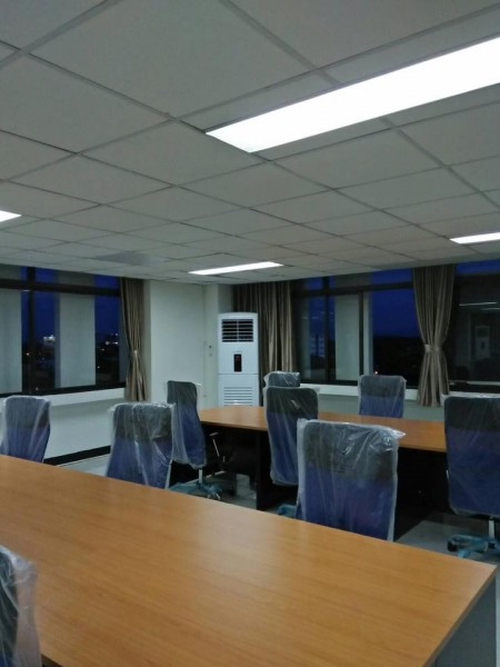 ผลงานการติดตั้งแอร์ Amena แบบตู้ตั้ง และแบบแขวน ในห้องทำงาน