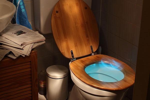 เคล็ดไม่ลับ 7 วิธี กำจัดกลิ่นปัสสาวะในห้องน้ำ อย่างได้ผลให้หมดไป
